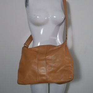 Vintage Gucci leather shoulder purse camel color